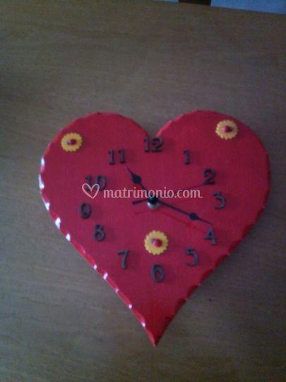 Orologio in legno rosso