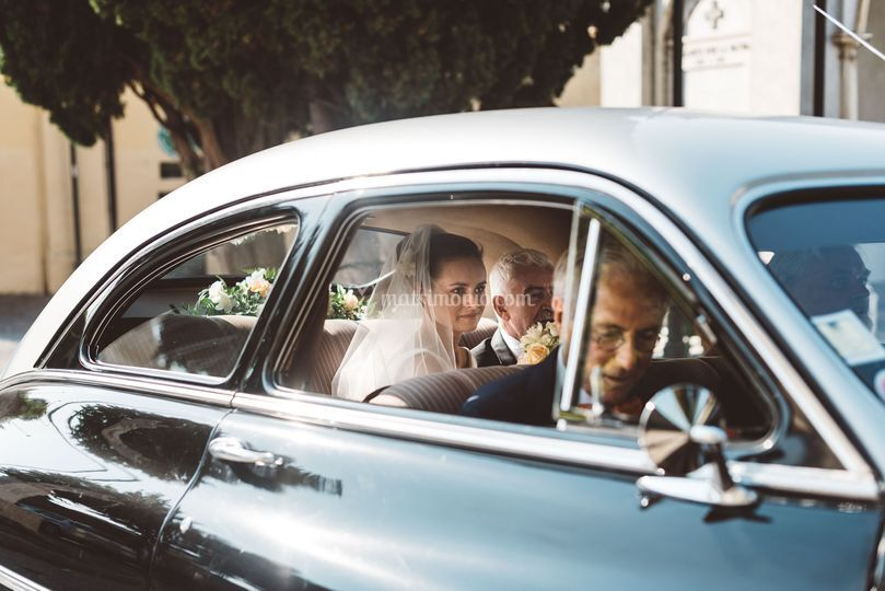 Arrivo della sposa in auto