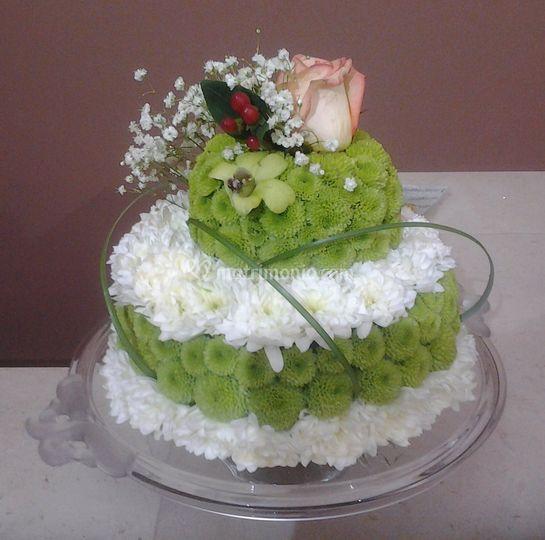 Torta nuziale in fiore