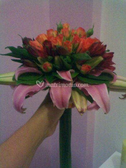 Bouquet lilium e roselline