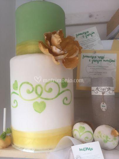 Torta oro e stencil verde