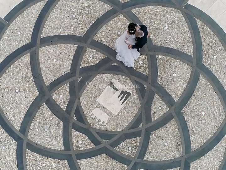 Matrimonio con drone in piazza