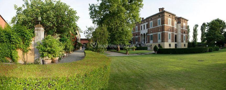 La villa, prospettiva angolare