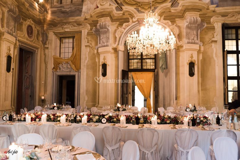 Tavolo imperiale nel salone