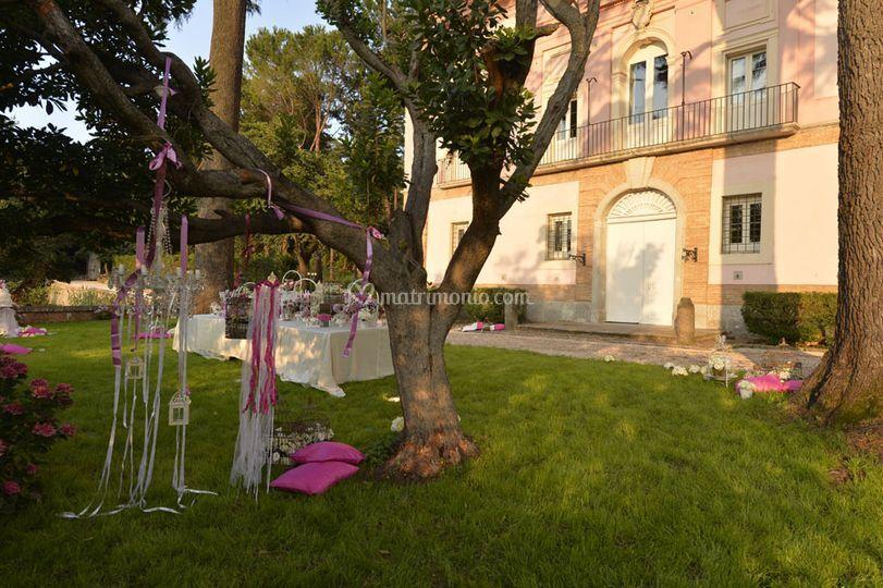 Villa beatrice for Allestimento giardino