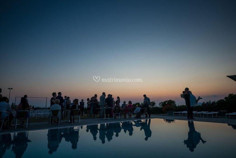 Festa matrimonio in piscina
