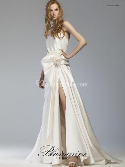 Gli abiti da sposa provengono dallatelier Blumarine