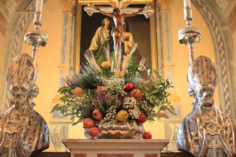Un addobbo floreale in chiesa
