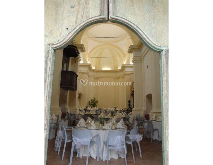 L'interno della chiesa illuminato
