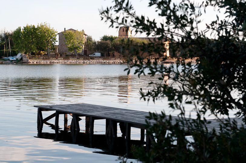 Imbarcadero sul lago di Paola