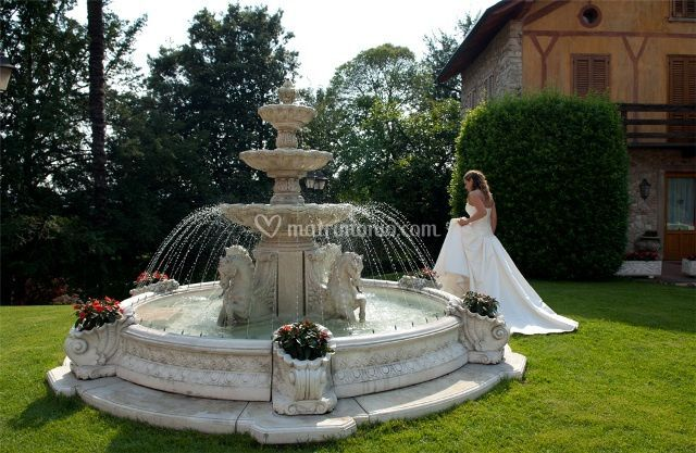 La sposa alla fontana