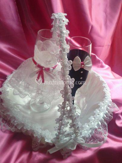 Cestino petali e bicchieri