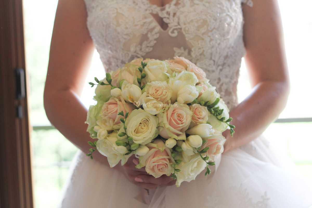 Bouquet Sposa Udine.Bouquet Sposa Cipria E Bianco Di Florart Fotos