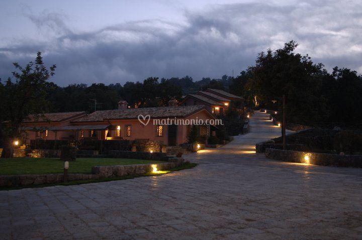 Borgata baldazza - Vialetto giardino illuminato ...