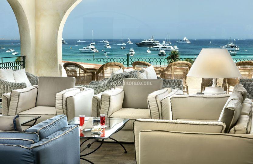 Lobby sea view