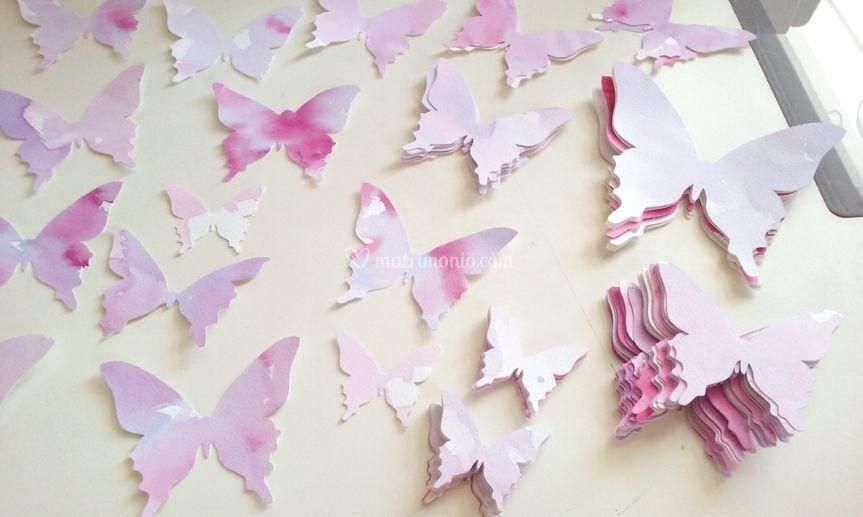Farfalle di carta dipinte