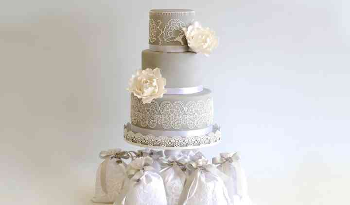 Lace&flower wedding cake