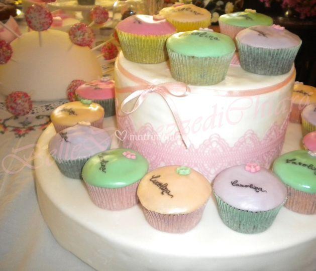Alzatina con cupcakes decorati