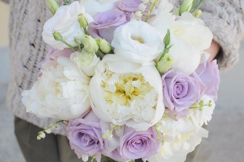 Bouquet peonie rose lisianthus