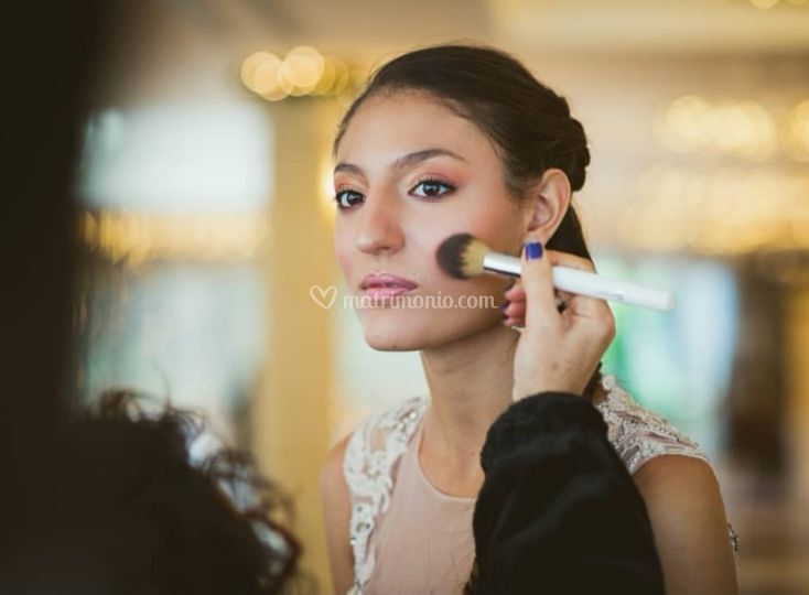 Mary Noira Make-Up Artist and Beauty Service