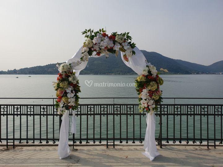 Arco fiorito lago d'Iseo