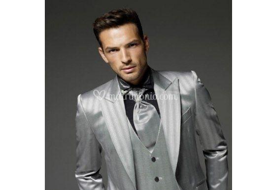 Tendenze moda sposo look color grigio acciaio