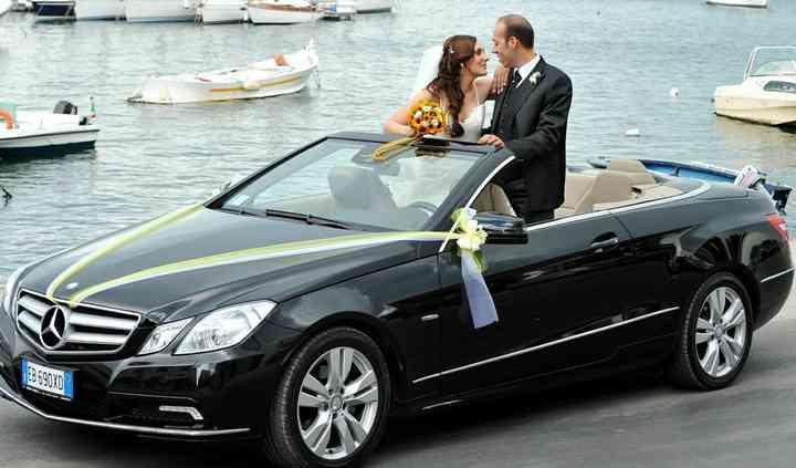 Gli sposi in auto