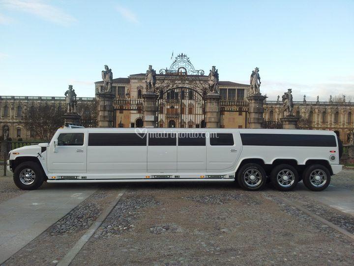 Hummer limousine sposi