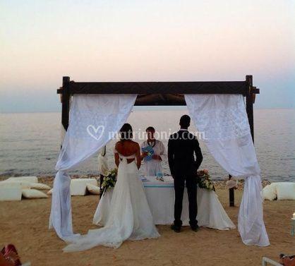 Matrimonio On Spiaggia : Matrimonio sulla spiaggia di il moro fotos