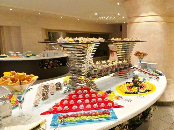 Buffet Di Dolci E Frutta : Confettate e buffet dolci catering bon ton e pasticceria pietrini