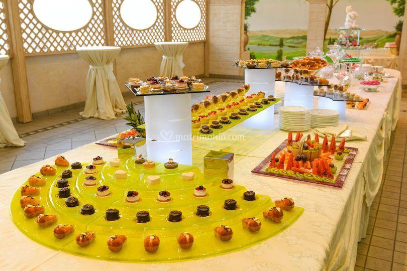 Buffet Di Dolci E Frutta : Buffet di dolci dessert table