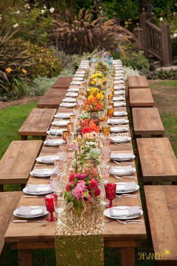 Tavolo imperiale nel frutteto