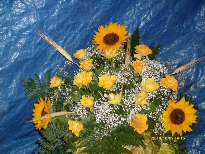 Matrimonio Girasoli E Spighe : Mix di rose girasoli e spighe edengrillo foto