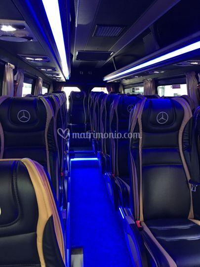 Minibus 20 posti interni