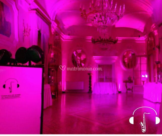 Illuminazione rosa sala ballo