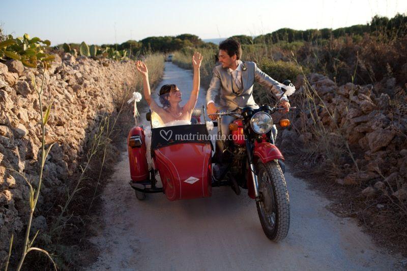 Favignana-matrimonio-moto