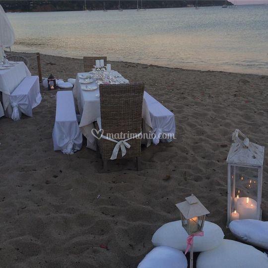 Cena nuziale sulla spiaggia
