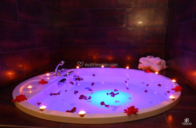 Vasca Da Bagno Per Hotel : Suite rosa dettagli vasca da bagno di grand hotel paradiso foto