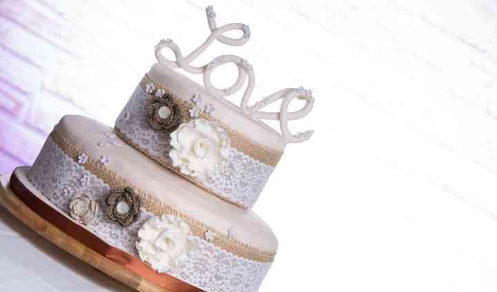 Shabby wedding cake