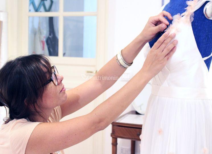 La stilista a lavoro