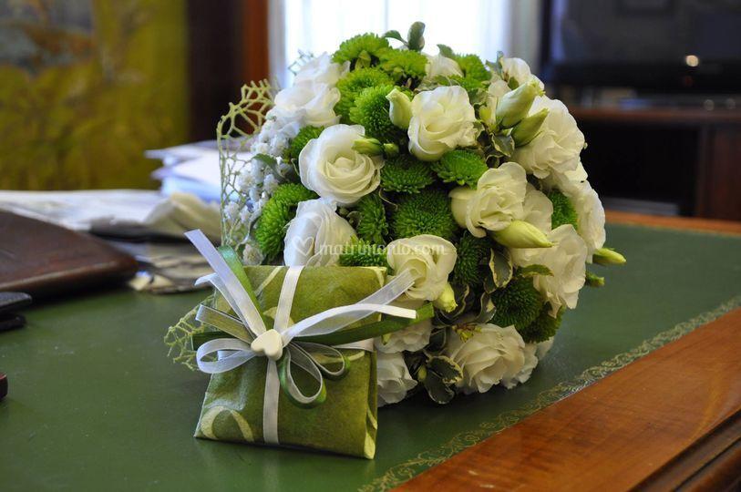 Bouquet fiori bianchi e verdi