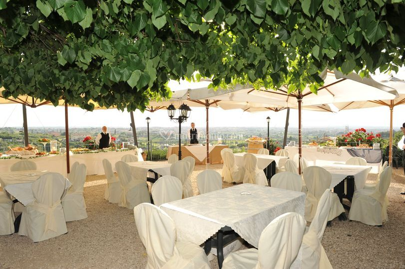Terrazza arredata di Casale Colle dell\'Asino | Foto 8