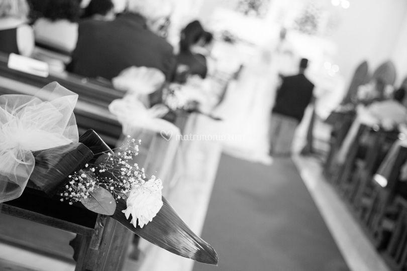 Gli addobbi floreali in chiesa