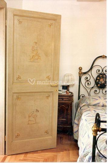 Porta laccata e decorata a mano