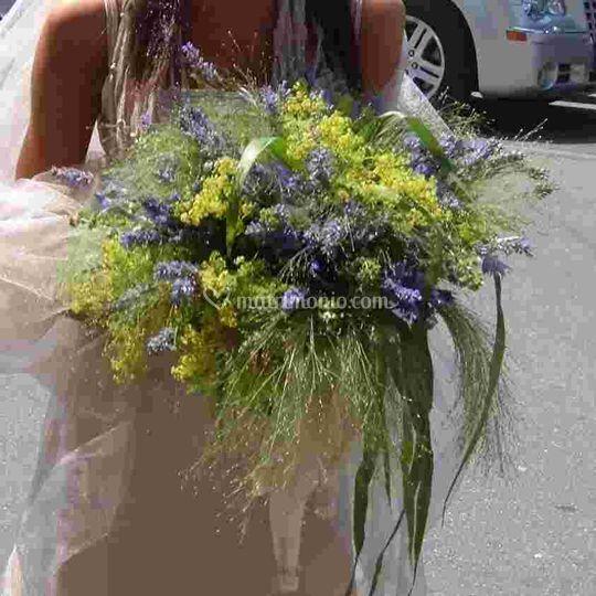Bouquet toni viola chiari e erbe