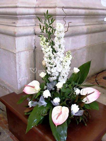 Composizione floreale stilizzata