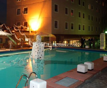 Top hotel park bologna for Piscina hotel bologna