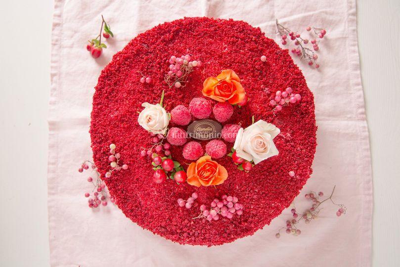 Red velvet cake con berries