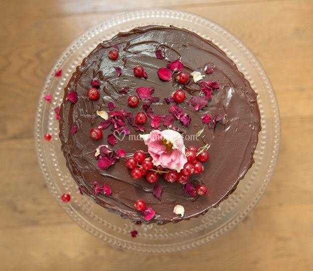 Chocolate cake con ribes