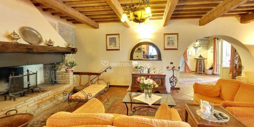 Locanda antiche macine for Salotto con camino